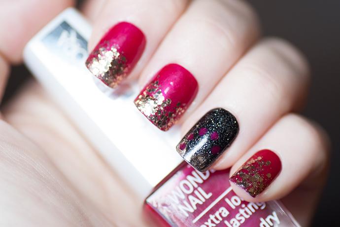 Christmas nails pink red gold glitter black nail art julnaglar molkan skönhetsblogg