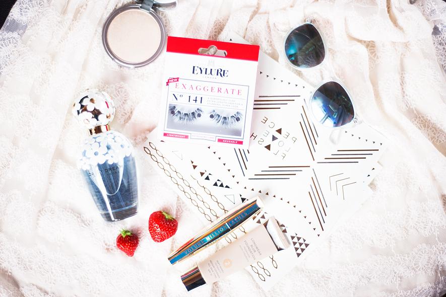 summer essentials eleven.se theBalm Eyelure L'Oréal Lumene Marc Jacobs Gold Tattoos